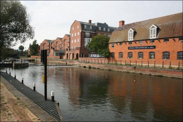 Kennet & Avon Canal in Reading - Jon Combe