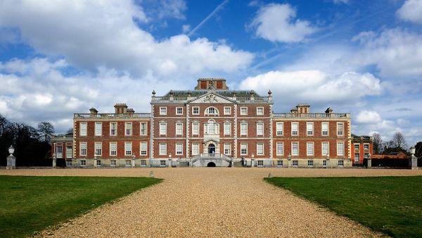 Wimpole Hall copyright: Andrew Stawarz