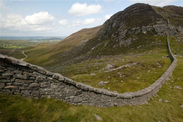 Mourne Wall © WalkNI