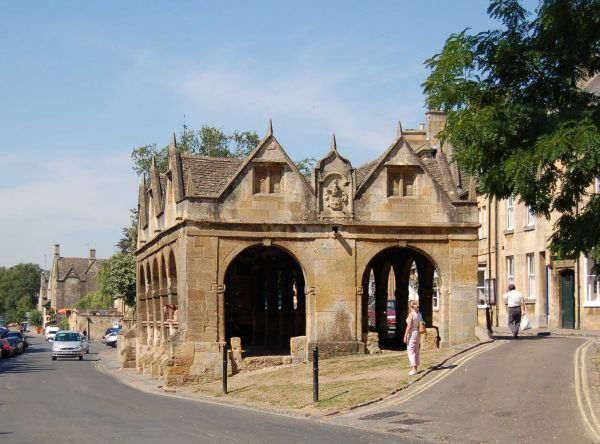 Chipping Campden Market Hall, start of the Cotswold Way