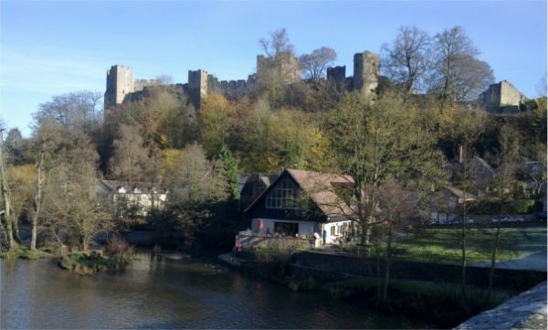 Dinham Bridge & Ludlow Castle © Shropshire Way Association