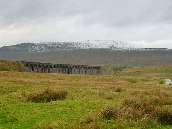 Whernside and Ribblehead Viaduct (Wikipedia)