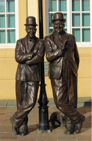 Laurel & Hardy Statue, Ulverston © Colin Pinchen